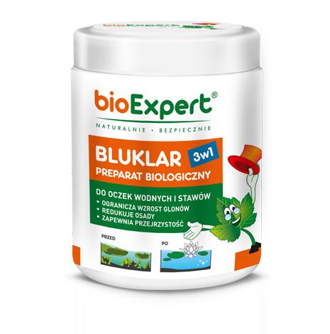 Opakowanie 500 g. Bluklar 3w1. Biologiczny preparat (zawierający bakterie) do czyszczenia wody w stawach i oczkach wodnych. Hamuje wzrost glonów i redukuje osady denne, klaruje wodę. Marka bioExpert.